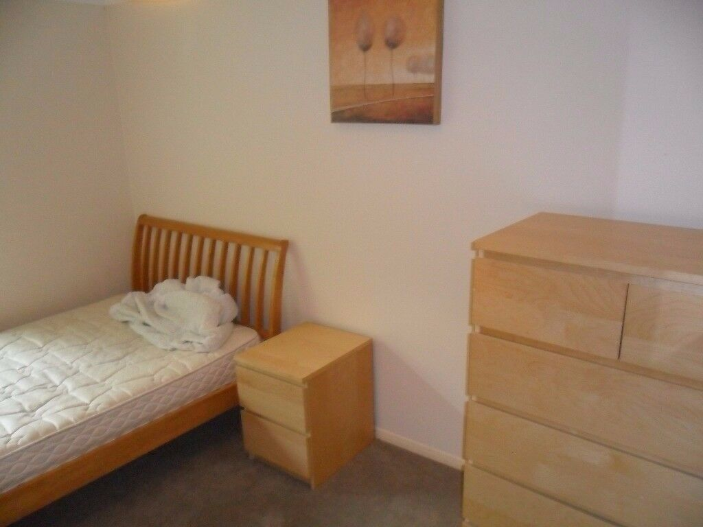 Spacious double room available to rent with all bills included and NO AGENCY FEES