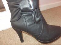 BLACK KNEE HIGH BOOTS HIGH HEEL BRAND NEW SIZE 4