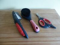 Cat grooming set - brush/comb and small pet claw clippers