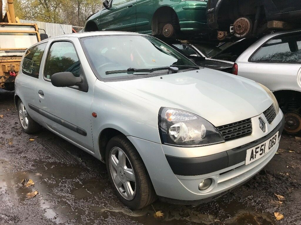 Renault Clio 2001 1.2 petrol 3dr Silver Breaking For Spares