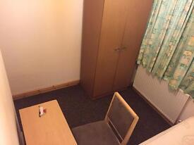 Room in rusholme fallowfield