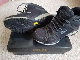 DLX walking boots size 7