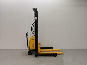 HOC SPN103542 WIDE LEG SEMI ELECTRIC PALLET STACKER ELECTRIC FORKLIFT + 3 YEAR WARRANTY + FREE SHIPPING CANADA WIDE!