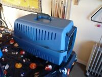 PET CARRIER, SMALL/MEDIUM SIZE, EXCELLENT CONDITION, BARGAIN £8, CAN DELIVER