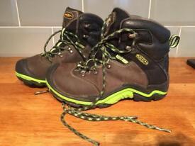 Size 1 children's walking boots - Keen