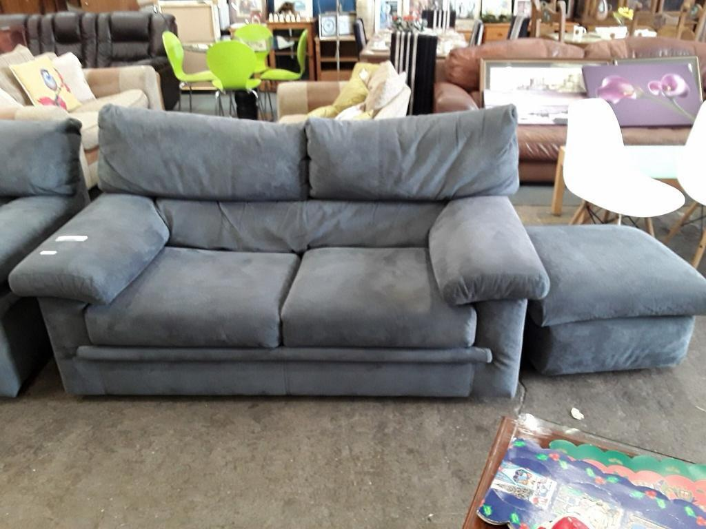 Modern x2 two Seater with puffie