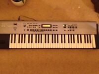Roland RS 50 Keyboard Synth and Midi Controller - Slight Glitch but working