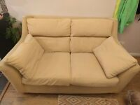 2 seaters sofa in very good conditions