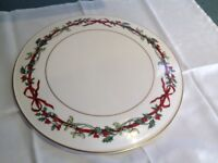 """Royal Worcester """"Holly Ribbons"""" Christmas cake serving plate."""