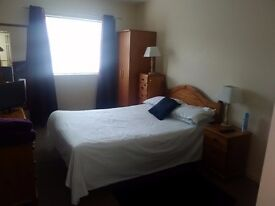FULLY FURNISHED DOUBLE ROOM, CENTRAL WSM, KITCHEN, SHOWER ROOM, SAFE & SECURE £120 PER WEEK ALL INC.