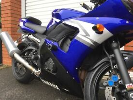 Yamaha YZF-R6 2004 Blue and White - Lots of extras - Great condition