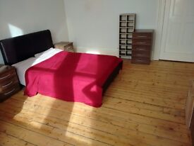 Double room in huge tenement flat in Pollokshields, Glasgow. £345 p/c/m + bills. Available now