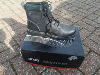 Steel toe capped working boots. Black size 10. Never been used