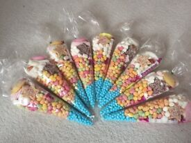7 x Clear Cellophane Cone Sweet Bags. Mix of marshmallows, rainbow drops, swizzels, Aqua blue theme