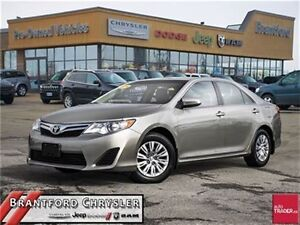 2014 Toyota Camry LE    Rear Back UP Camera    Bluetooth    Powe