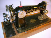 Vintage Singer 15K Sewing Machine 1941 Model in Wood Cover/Case VGC (WH_2328)