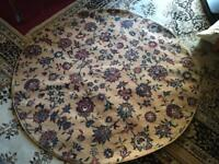 Round thin rug size 135x135 used good condition £8