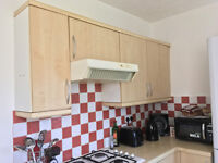 Simple, Good Condition Kitchen - 9 Units, Hob & Cooker Hood Included! FREE! Available NOW