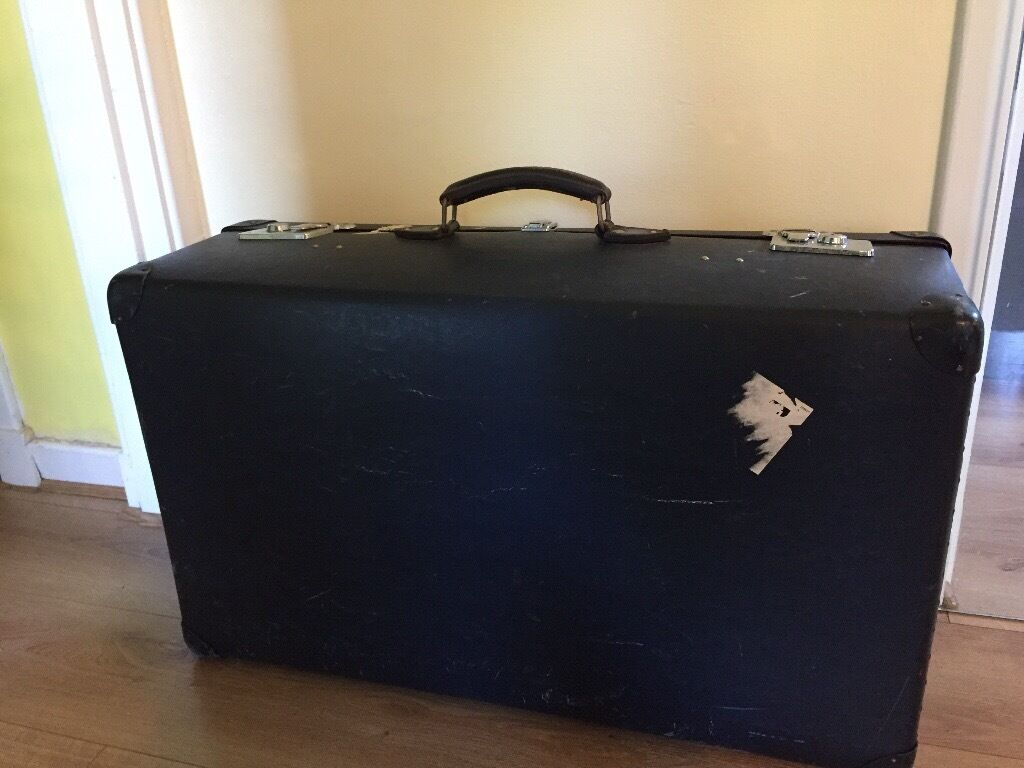 Large vintage Globetrotter suitcase and/or another large leather ...