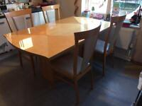 Lovely high gloss extendable dining table & 6 chairs