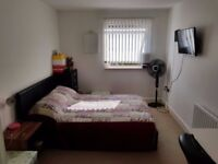 Double bedroom 3 mins walk from Rayners Lane Station