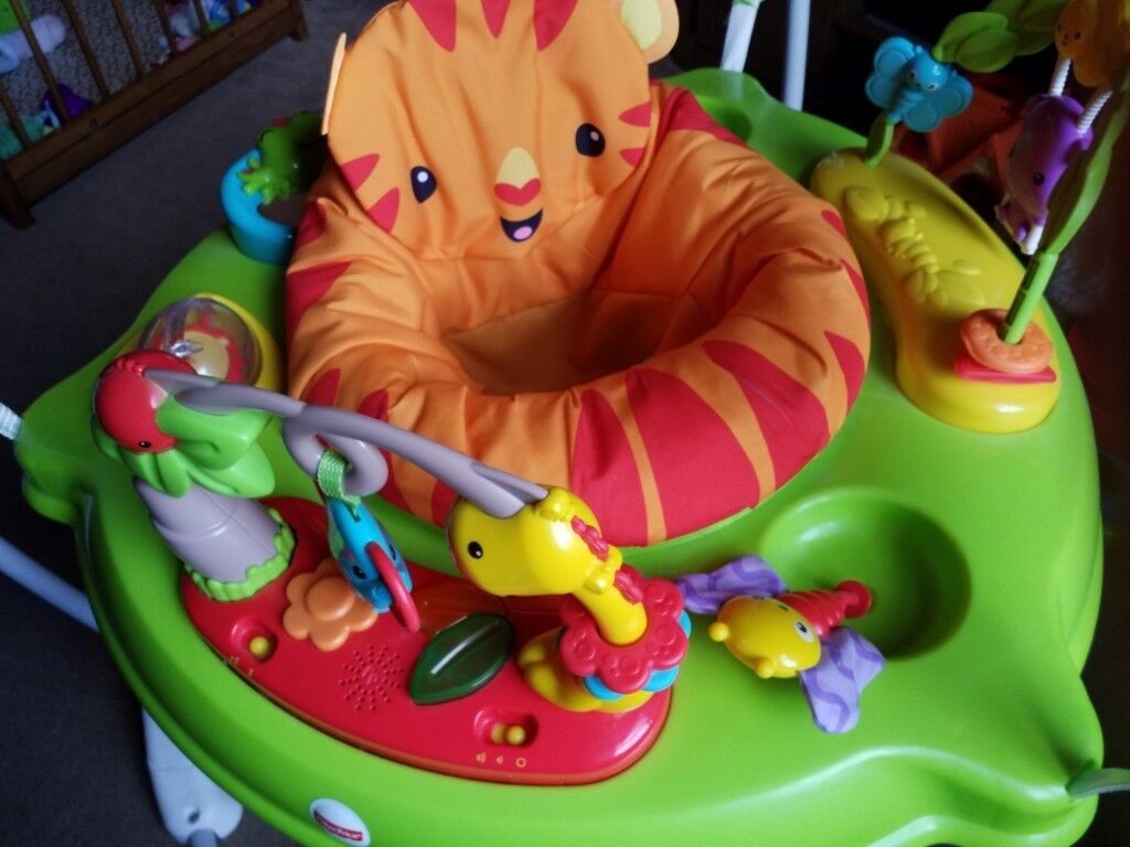 2808e16af Fisher-Price CHM91 Roaring Rainforest Jumperoo