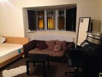 MASSIVE double room to rent.