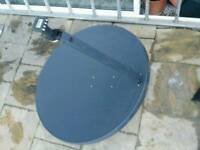 Satellite dish with lnb head