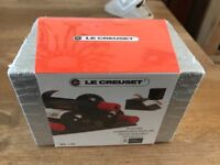 Le Creuset Bottle Rest in silver - brand new