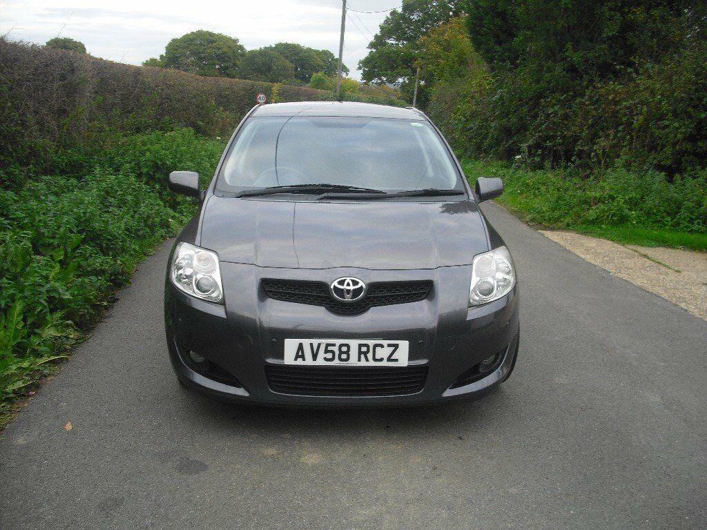 Toyota Auris 5 door hatchback, only 37000 miles, full service history