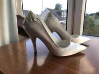 Ivory satin high heel shoes - size 4
