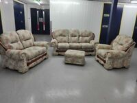 £750 ONO Mint condition floral suit 3 seater settee + 2 seater + chair + footstool / free delivery