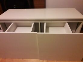 Cream unit for sale. Great condition. 130cm (width)x46cm (depth)x60cm (height)