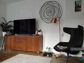 2 bedroom flat in Reminder Lane, London, SE10 (2 bed) (#1153508)