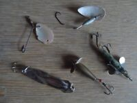 5 GOOD VINTAGE FISHING LURES inc 2 PEARL LURES