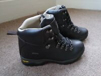 Men's walking boots Size 9 Karrimor all leather, never worn.