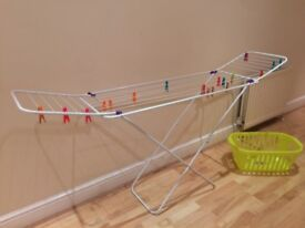 Set CLOTHES AIRER (14m) perfect conditions and laundry basket.