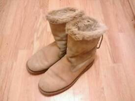 Ladies Caterpillar Suede Leather Fur Boots size 7