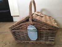 NEW 4 person picnic basket