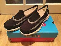 Skechers Go a Walk 2 Size 5 (Black)
