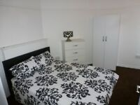 Lovely Double Room, Private Balcony / Mile End Area / All Bills Included / Available NOW !!