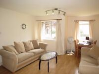 Great Location! Spacious 2 Bedroom Flat in Centre of Putney!