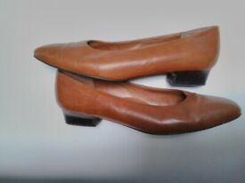 Ladies Leather Shoes Size 8and a Half Tan