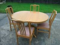 Modern oak extending dining/kitchen table with 4 chairs