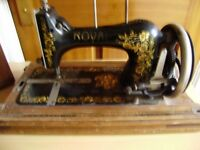Sewing machine, hand operated, with a carry case