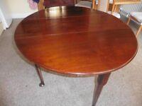 Georgian mahogany gate-leg dining table