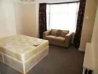 Beautiful double room to let in Seven Kings