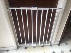 Expandable baby gate with all fittings
