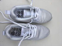 Cross Hatch laces girl's trainers silver grey in size13 VGC