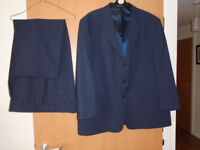 BRAND NEW GENTS SINGLE BREASTED 3 BUTTON DARK BLUE SUIT, SIZE 48/50, by GREENWOODS CLASSIC